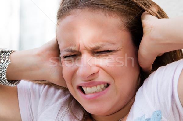 Jeunes panique femme mains tête yeux Photo stock © ilolab