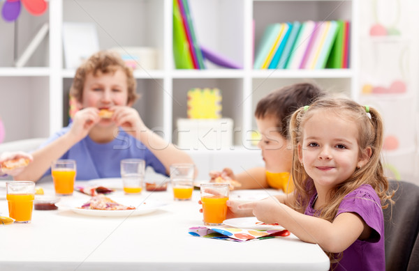 Crianças em torno de tabela alimentação menina comida Foto stock © ilona75