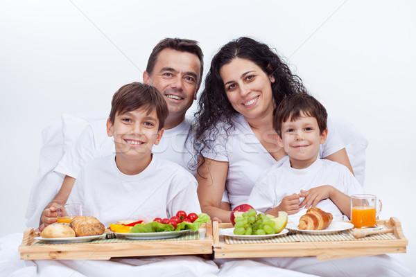 Сток-фото: счастливая · семья · завтрак · кровать · ярко · утра · продовольствие