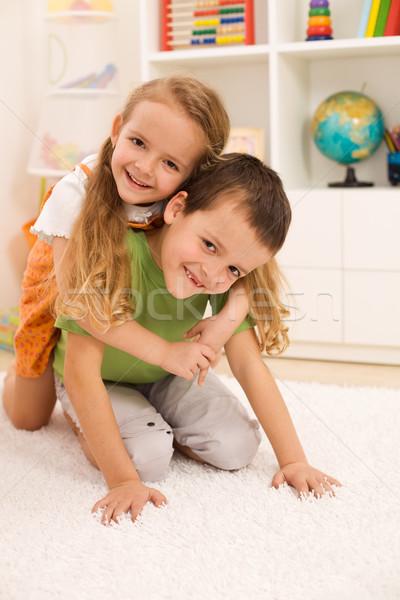 Kinderen worstelen weinig jongen meisje Stockfoto © ilona75