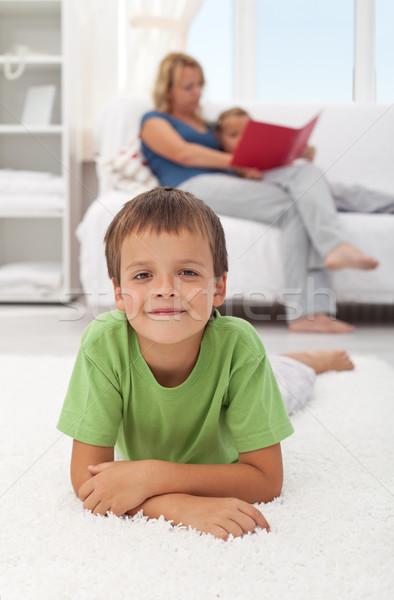 Stock fotó: Boldog · gyermek · otthon · fektet · padló · lány