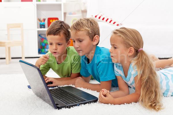 дети что-то интересный портативного компьютера изучения компьютер Сток-фото © ilona75