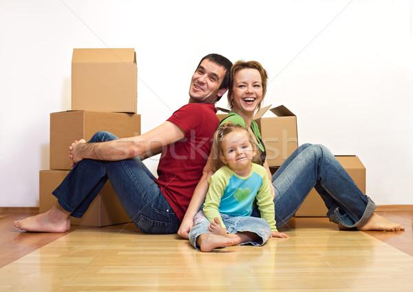 Foto stock: Familia · feliz · nuevo · hogar · cartón · cajas · sonrisa · casa