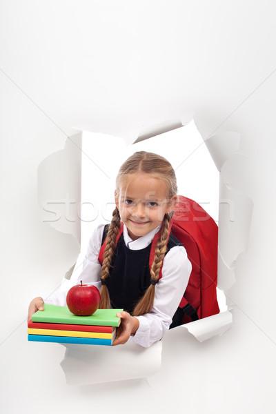 Enthousiast weinig schoolmeisje klaar school uit Stockfoto © ilona75
