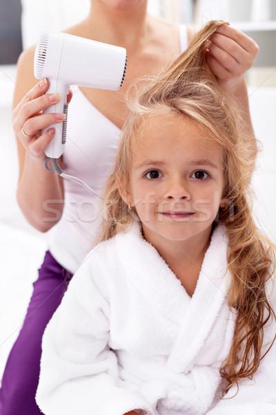 ストックフォト: 髪 · 個人衛生 · 女の子 · バス · 活動 · 少女
