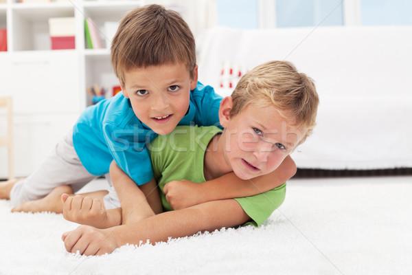 Kinderen worstelen vloer jongens spel Stockfoto © ilona75