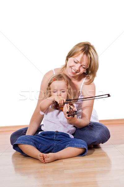Stok fotoğraf: Kadın · öğretim · küçük · kız · oynamak · keman · oturma
