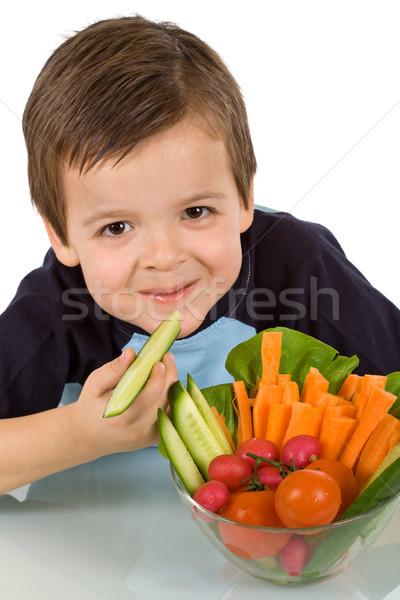 Feliz pequeño nino tazón verduras frescas frescos Foto stock © ilona75