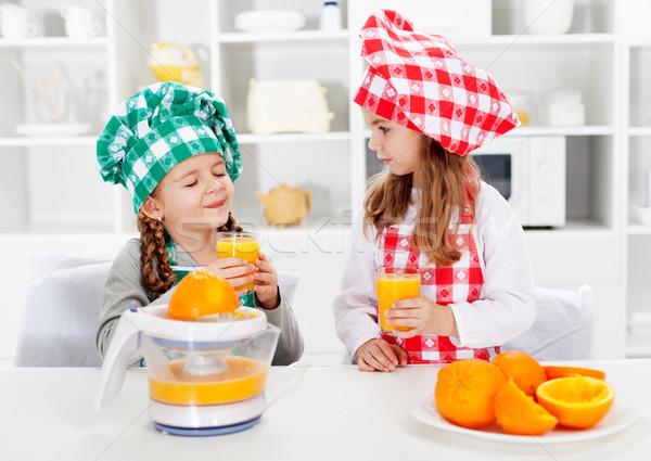 Küçük şef kızlar tatma portakal suyu taze Stok fotoğraf © ilona75