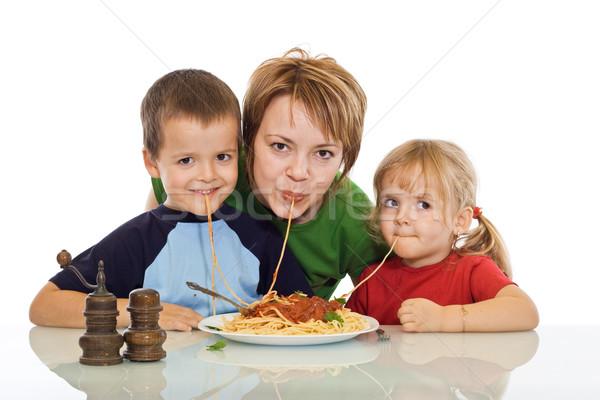 Famille manger pâtes heureux femme souriante Photo stock © ilona75