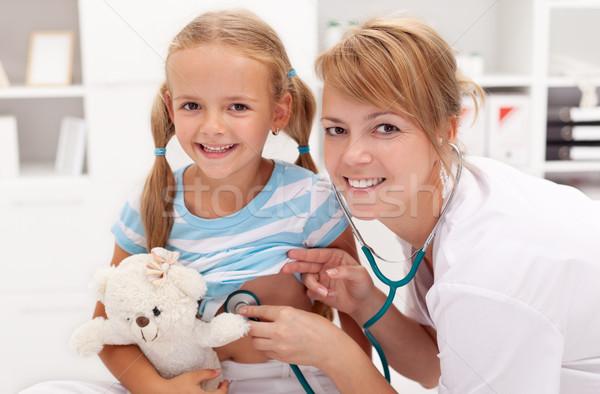 Meisje artsen geneeskunde verpleegkundige jonge vrouwelijke Stockfoto © ilona75