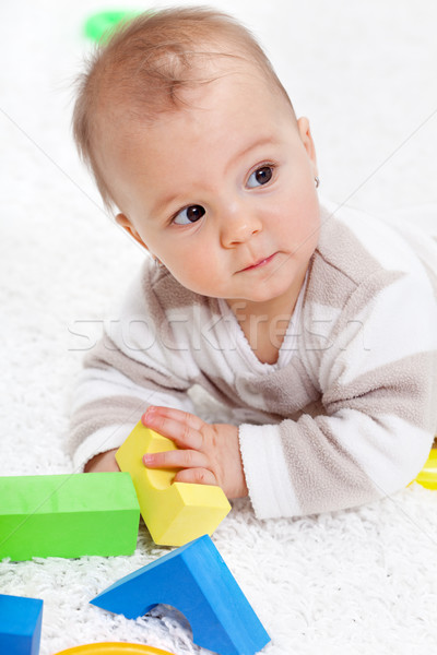 Foto stock: Pequeno · menina · feliz · criança · casa