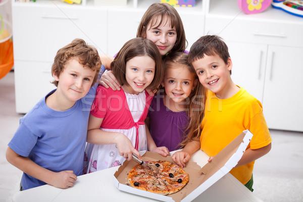 Ragazzi home pizza mangiare ragazza alimentare Foto d'archivio © ilona75