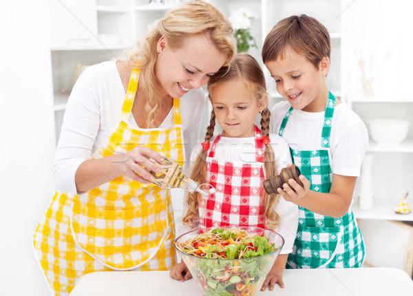 Assaisonnement légumes frais salade famille cuisine alimentaire Photo stock © ilona75