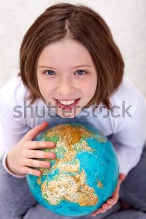 Stockfoto: Jong · meisje · aarde · wereldbol · glimlach · kinderen