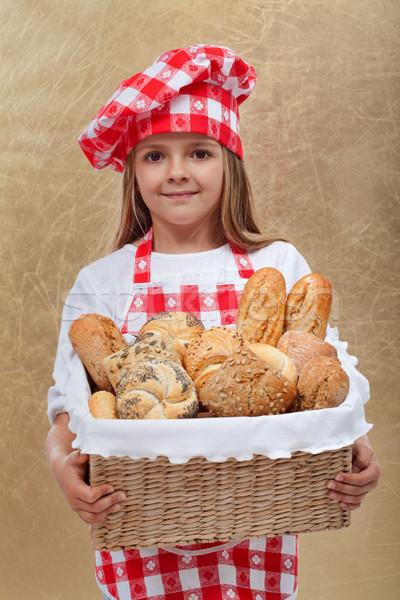Mały piekarz dziewczyna koszyka świeże Zdjęcia stock © ilona75