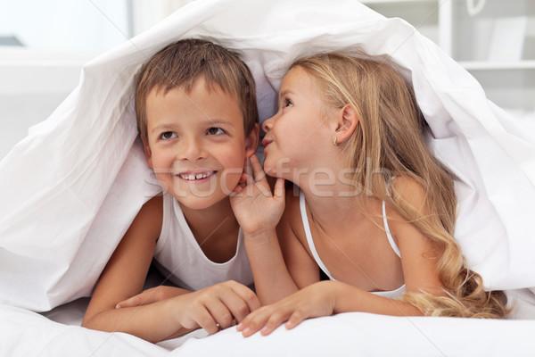 Enfants secrets couette heureux souriant Photo stock © ilona75
