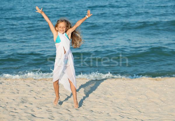 Stok fotoğraf: Mutlu · yaz · atlamak · deniz · plaj · küçük · kız
