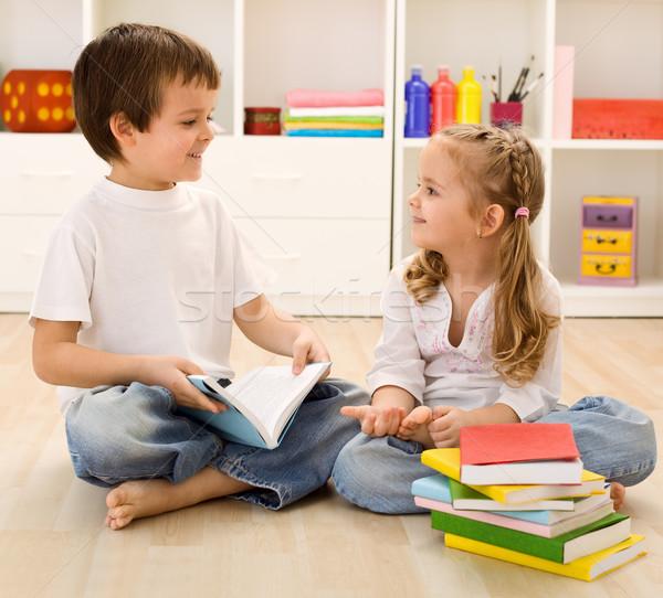 Bana okul küçük kardeş kardeşler kitaplar Stok fotoğraf © ilona75