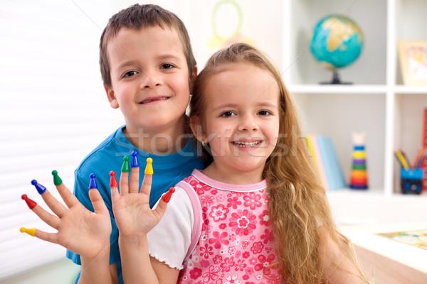 Foto stock: Ninos · jugando · juego · piezas · dedos · sonriendo · nina