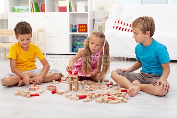 Trois enfants jouant séance étage heureux Photo stock © ilona75
