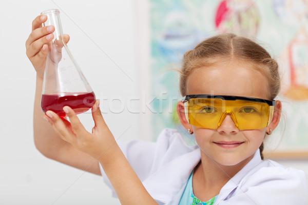 Genç kız sonuç kimyasal deney kız Stok fotoğraf © ilona75