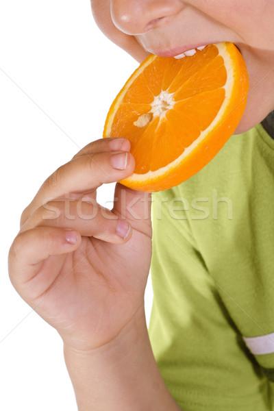 Chłopca jedzenie pomarańczowy plasterka strony owoców Zdjęcia stock © ilona75