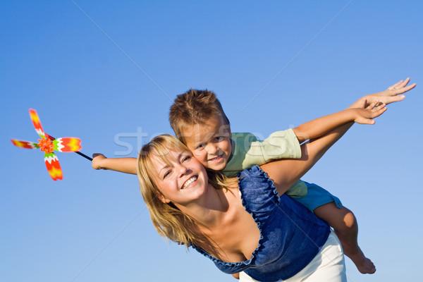 Battant femme garçon jouer avion bleu Photo stock © ilona75