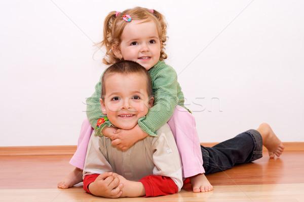 Gelukkig kinderen spelen vloer kinderen spelen worstelen Stockfoto © ilona75