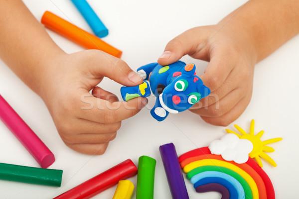 Сток-фото: ребенка · играет · красочный · глина · рук