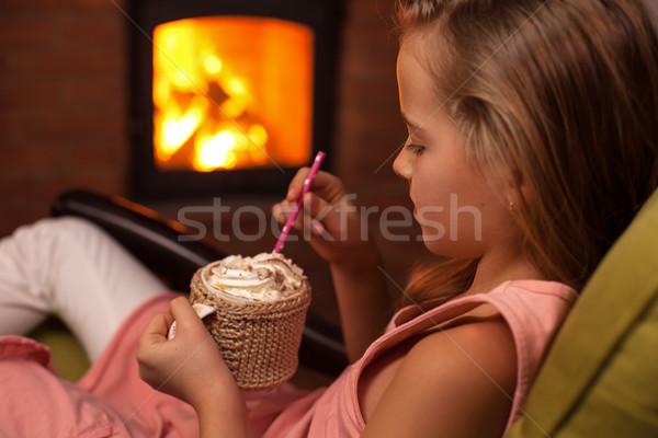Jovem chocolate quente lareira chantilly inverno Foto stock © ilona75