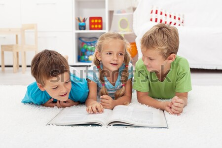 Fiatal fiúk olvas történet könyv fektet Stock fotó © ilona75