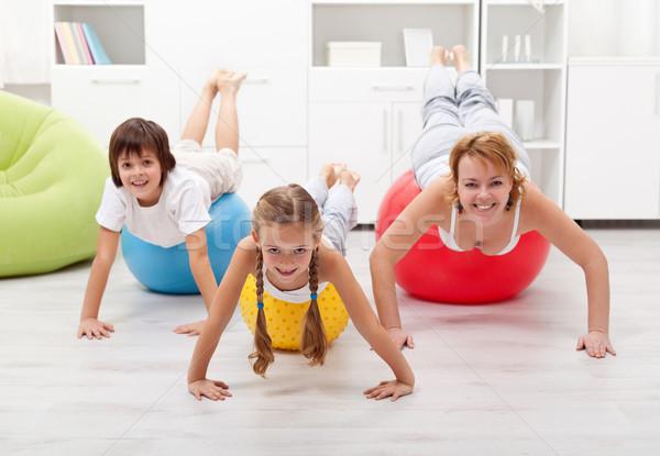 Personnes exercice gens heureux gymnastique Photo stock © ilona75