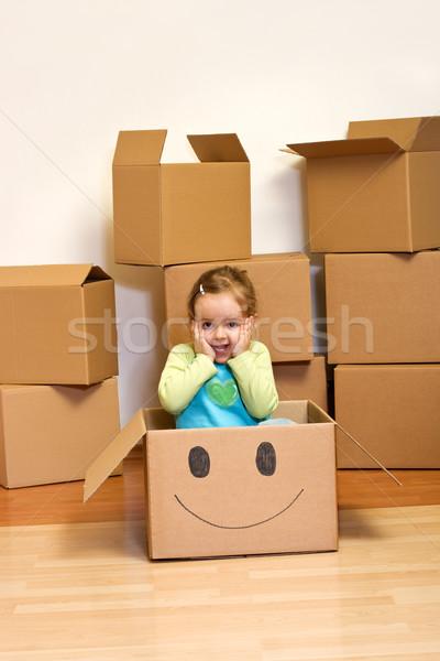 Foto stock: Nina · caja · de · cartón · movimiento · nina · ojo