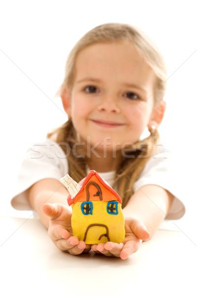 Petite fille argile maison heureux maison Photo stock © ilona75