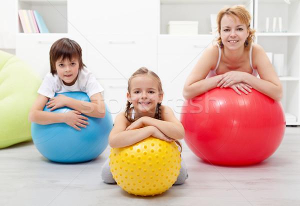 Mutlu sağlıklı aile rahatlatıcı jimnastik Stok fotoğraf © ilona75