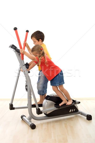 Csapatmunka gyerekek játszanak edző csapat erőfeszítés tornaterem Stock fotó © ilona75