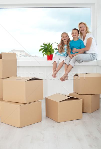 Boldog emberek cserepes növény új otthon karton dobozok ül Stock fotó © ilona75