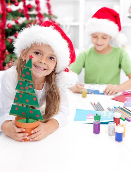 Foto stock: Ninos · Navidad · decoraciones · feliz