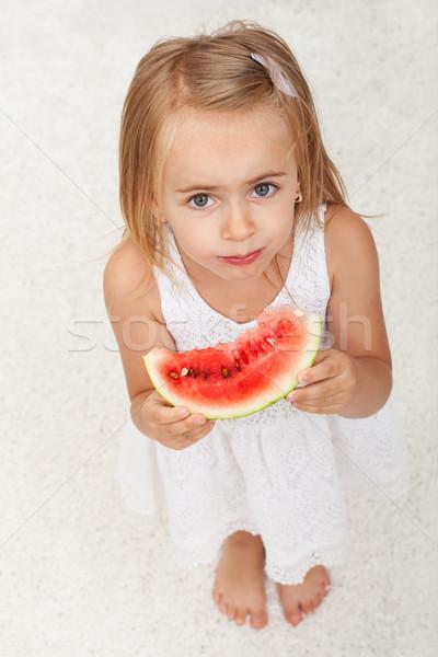 Giovane ragazza mangiare fetta anguria top view Foto d'archivio © ilona75