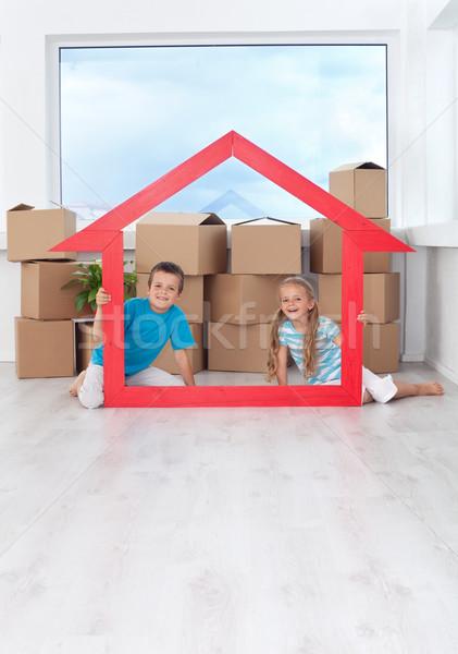 çocuklar yeni ev büyük ev Stok fotoğraf © ilona75