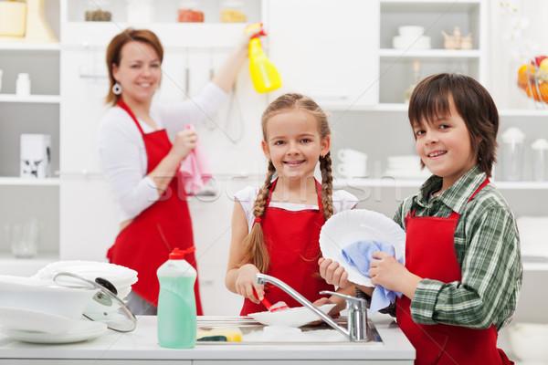 Pulizie di primavera cucina famiglia pulizia donna Foto d'archivio © ilona75