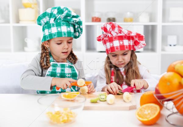 Stock fotó: Kislány · séfek · konyha · szeletel · gyümölcsök · saláta