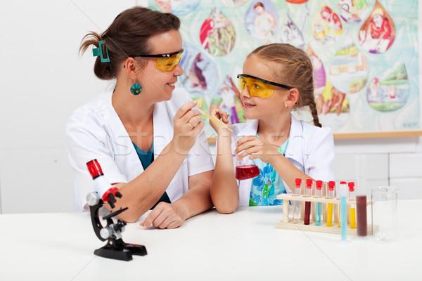 Petite fille enseignants élémentaire science classe simple Photo stock © ilona75
