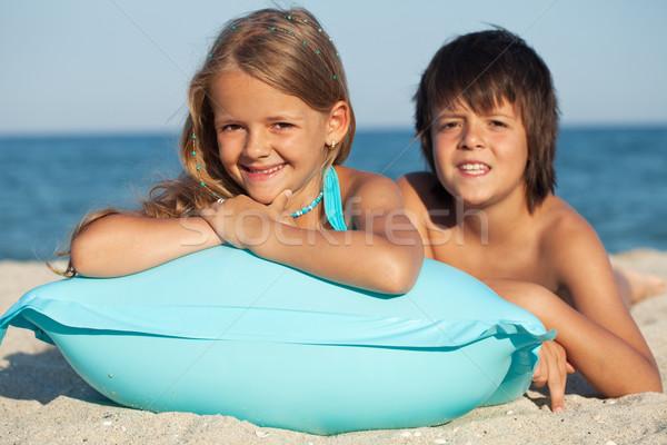 Kinderen opblaasbare vlot strand zonnige portret Stockfoto © ilona75