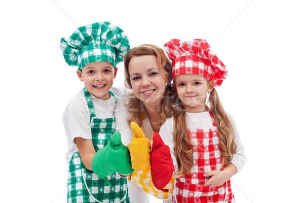 Kinderen moeder samen chefs geïsoleerd Stockfoto © ilona75