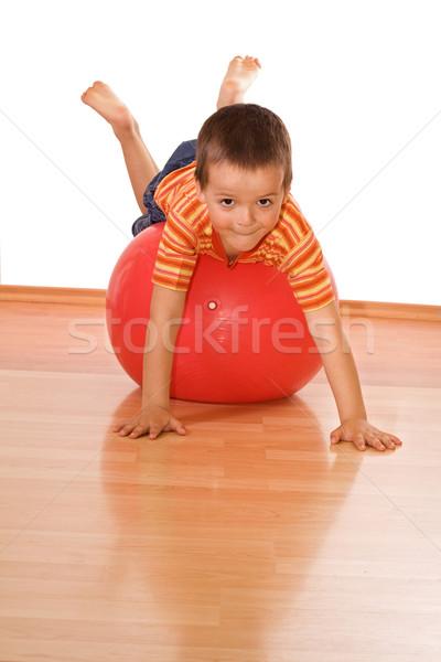 Stock fotó: Kicsi · fiú · készít · tornaterem · játszik · hatalmas