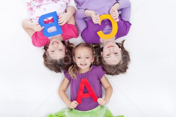 Meisjes brieven leggen vloer kinderen Stockfoto © ilona75
