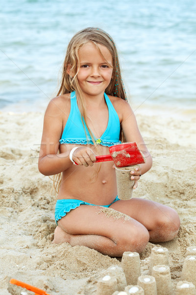 Stok fotoğraf: Küçük · kız · oynama · kum · plaj · Bina · küçük