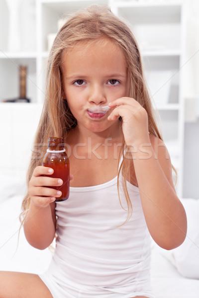 Petite fille médication malade propre fille Photo stock © ilona75